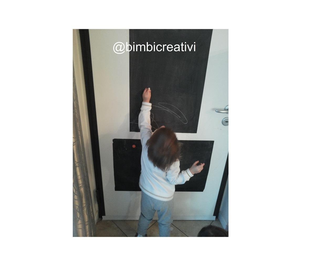 LA LAVAGNA SULLA PORTA - Un modo creativo per salvare i muri di casa - Bimbi  Creativi c29ab08ea7e5