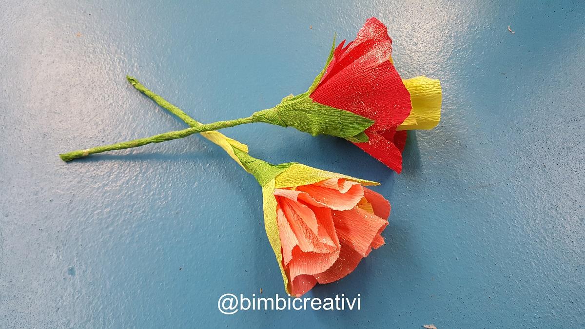 I fiori di carta crespa sono così semplici da fare che ho deciso di  spiegarvi come abbiamo fatto. Tra l\u0027altro sono perfetti anche come regalo  per la Festa