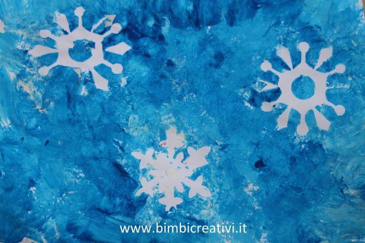 Fiocchi Di Neve Di Carta Tutorial : Lavoretto: fiocchi di neve con cotone e mollette bimbi creativi