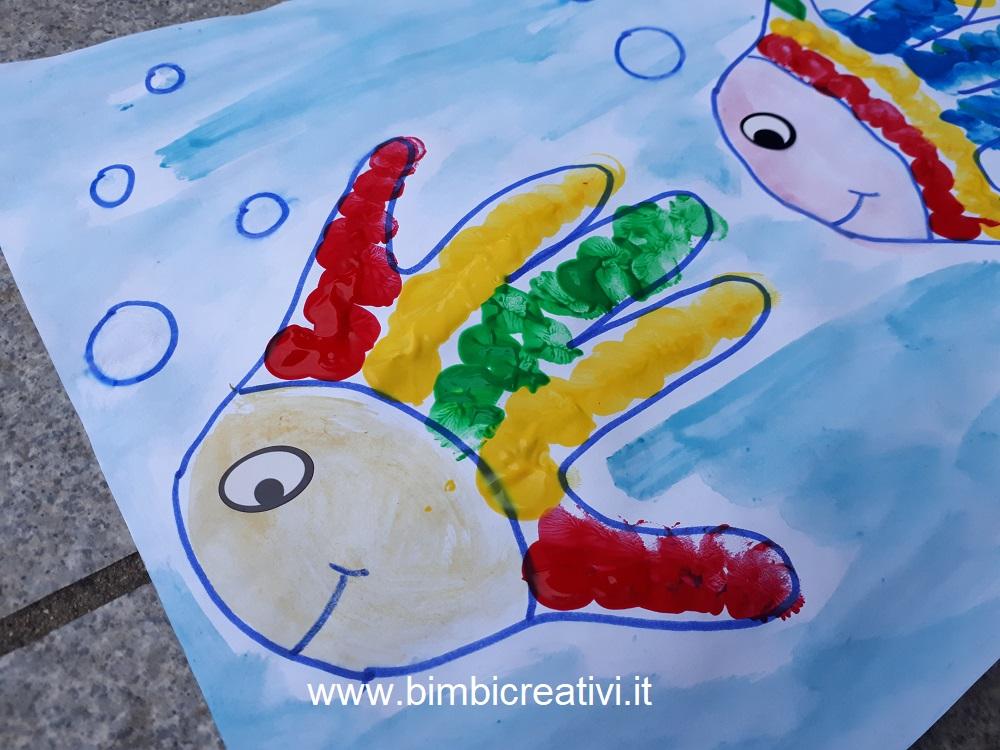 Lavoretto pesce con le impronte delle mani bimbi creativi for Pesci con la e