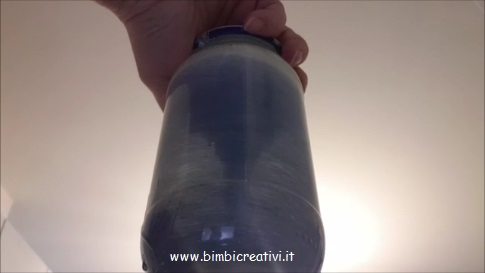 Come creare un tornado in bottiglia