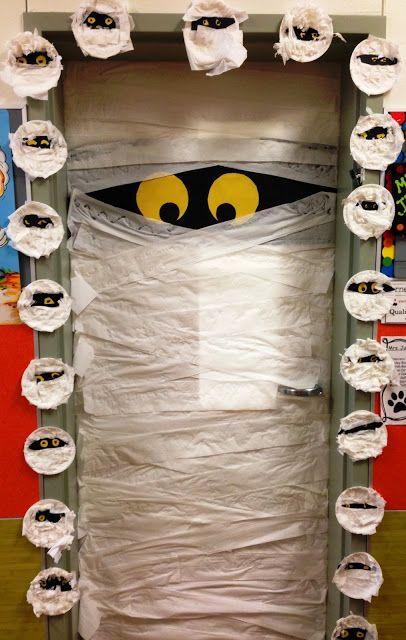 halloween decorazione porta con mummia