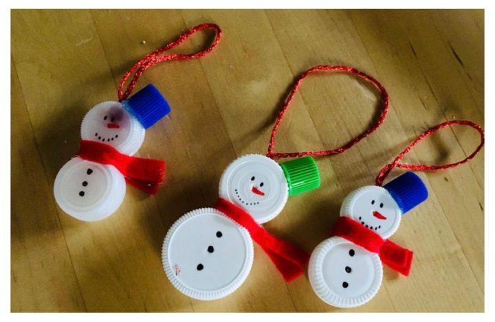 Lavoretti Di Natale Con Piatti Di Plastica.Idee Per Creare Delle Decorazioni Natalizie Con I Tappi Di Plastica Bimbi Creativi